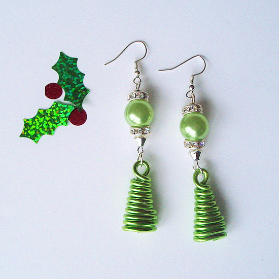 Christmas tree earrings feature