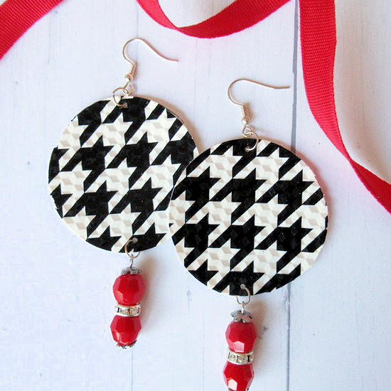 houndstooth earring feature