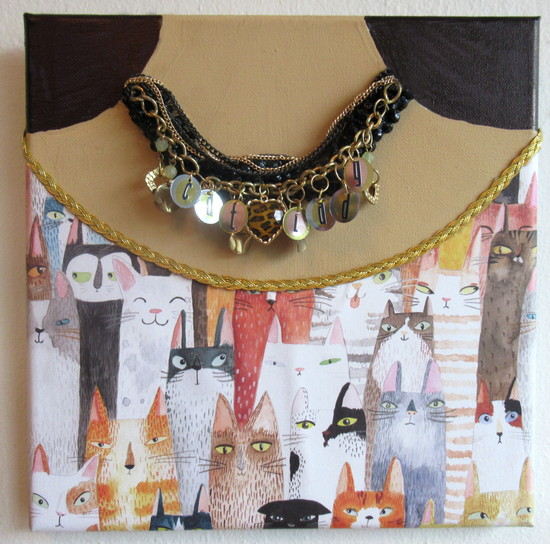 cat lady necklace feature