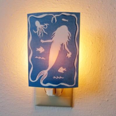 mermaid night light feature