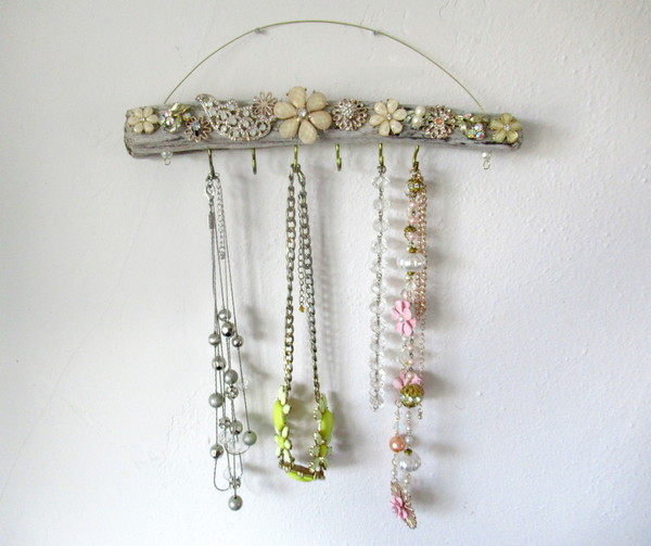 driftwood jewelry holder feature for blog
