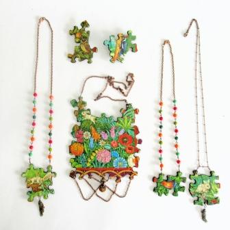 puzzle necklaces feature